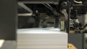 Drukpers, productie van gedrukt materiaal stock videobeelden