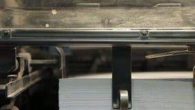 Drukpers, productie van gedrukt materiaal stock video