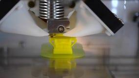 Drukujący 3D drukarkę odizolowywał przedmiot na mieszkaniu zbiory wideo