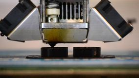 Drukuje czarnych szczegóły na drukarki 3D zakończeniu zdjęcie wideo