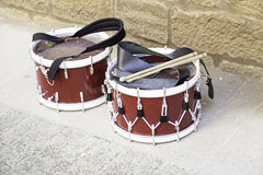 Drum with drumsticks Royalty Free Stock Images