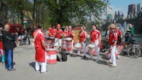 Drumband jouant à la Haye banque de vidéos