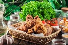 Drumctick fritado friável panado da galinha de kentucky fotos de stock royalty free