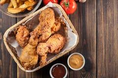 Drumctick fritado friável panado da galinha de kentucky foto de stock