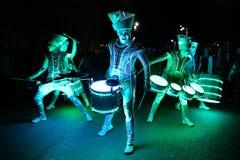 Drumers för Bucharest strålkastarefestival med ljus Royaltyfri Fotografi