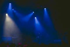 Drumkit auf Stadium am Anfang eines Konzerts Lizenzfreies Stockbild
