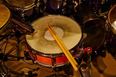 Drums set and sticks Royalty Free Stock Photography