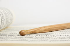 Drumstick и лист музыки Стоковые Изображения