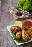 Drumsticks и обломоки жареного цыпленка Стоковое Фото