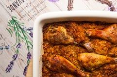 Drumsticks цыпленка в овощах с рисом Стоковая Фотография RF