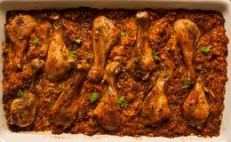 Drumsticks цыпленка в овощах с рисом Стоковые Фото