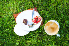 Drunk cappuccino and sweet dessert Royalty Free Stock Photos