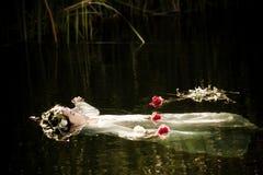 drunkna kvinnan Fotografering för Bildbyråer