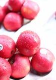 Druppeltjes op verse appelen Stock Fotografie