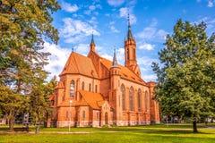 Druskininkai Litauen, Juli 26, 2018: Katolsk kyrka i Druskininkai, Litauen fotografering för bildbyråer