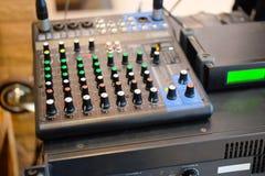 Druty łączyli audio melanżeru dj muzyczny wyposażenie Fotografia Stock