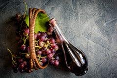 Druvor och wine arkivfoto