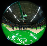 Drużynowy Stany Zjednoczone przygotowywa dla grupy A koszykówki dopasowania między Drużynowym usa i Australia Rio 2016 olimpiad Obraz Royalty Free