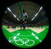 Drużynowy Stany Zjednoczone przygotowywa dla grupy A koszykówki dopasowania między Drużynowym usa i Australia Rio 2016 olimpiad Obrazy Stock