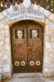DRVENGRAD SERBIEN - SEPTEMBER 03: Fängelse i traditionell by Arkivfoto