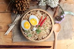 Dry Instant noodles cooked put egg Royalty Free Stock Photos