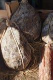 Dry kurerat grisköttkött i träask royaltyfri foto