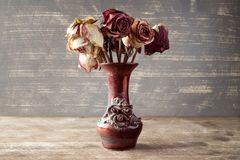 Dry roses in a vase Royalty Free Stock Photography