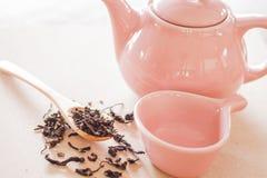 Dry tea with ceramic jar Royalty Free Stock Photography