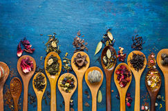 Dry tea with in wooden spoons Royalty Free Stock Photos