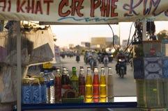 Drycker som är till salu på gatuförsäljaren arkivfoto