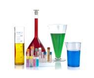 Dryckeskärlar, provrör och laboratoriumglasföremål Royaltyfri Fotografi