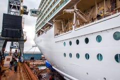Drydock van het cruiseschip Stock Foto's