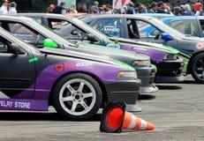 Dryftowa rasa: Dryftowi konkursantów samochody Obraz Royalty Free