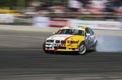 Dryftowy samochodowy gatunek BMW pokonujący obraca ślad Zdjęcie Stock
