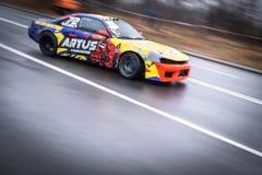 Dryfujący samochód podczas amatorskiej rywalizacji w Polska zdjęcie royalty free