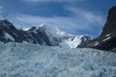 Drygalski fjord, landskap med berg och glaciär royaltyfri foto