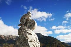 Drylująca rzeźba cyklista na niebieskiego nieba tle Wycieczka turysyczna De Fran Zdjęcia Royalty Free