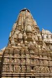 Dryluje rzeźbiącą świątynię w Khajuraho, Madhya Pradesh, India zdjęcie stock