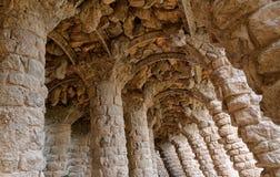 Dryluje rzeźbić kolumny, parkowy Guell w Barcelona obraz stock