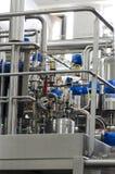 Drymby, klapy i ciśnieniowi zbiorniki w nabiał fabryce, Obrazy Royalty Free