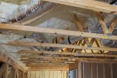drymby, klapy zamykają w górę instalaci ogrzewanie na dachu piszczą domowego ogrzewanie Obraz Royalty Free