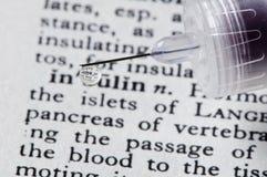 dryper insulin på injektionssprutaord Fotografering för Bildbyråer