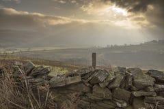 Drystone стена и sunburst стоковая фотография rf