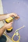 drywall устанавливая винты Стоковая Фотография