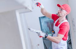 Drywall som lappar arbete royaltyfri bild