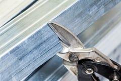 Drywall stadniny ramowy stalowy rozcięcie z snips zdjęcie royalty free