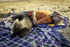 Drzemka na plaży fotografia stock