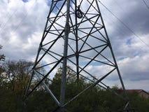 Drzewa, natura Elektrownia, dom na tle Zdjęcia Royalty Free