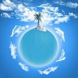 Drzewko palmowe na ocean kuli ziemskiej Fotografia Stock