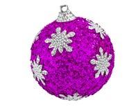 Drzewna dekoracja - purpurowa boże narodzenie piłka odizolowywająca na bielu Obraz Royalty Free